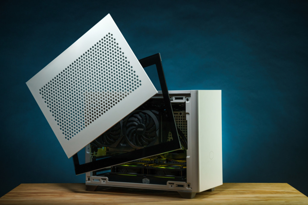 Dreamcore Fuel's small form factor packs quite the punch with customisable side panels