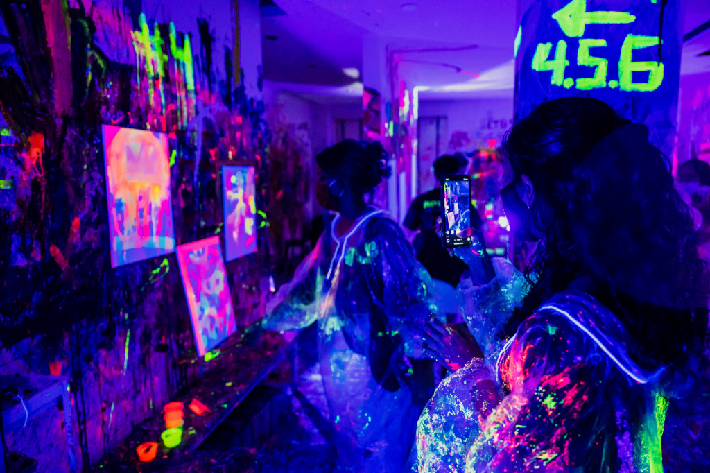 Splat Paint House UV Party: Painting In-Action