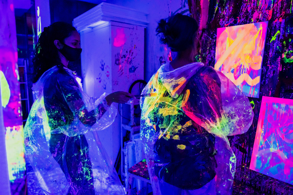 Splat Paint House UV Party: Painting 4