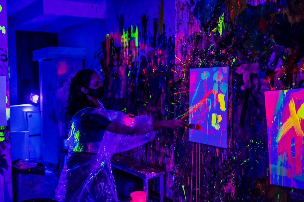 Splat Paint House UV Party: Painting